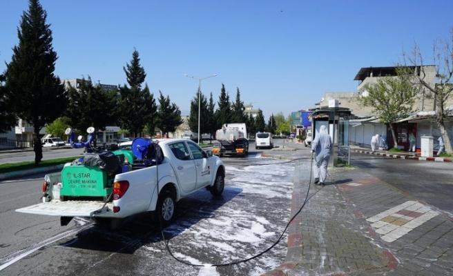 Büyükşehir Belediyesi Bugün de Caddelerde Dezenfekte Çalışmalarını Sürdürdü