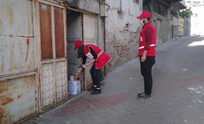 Genç Kızılay'dan 100 Aileye Gıda Yardımı