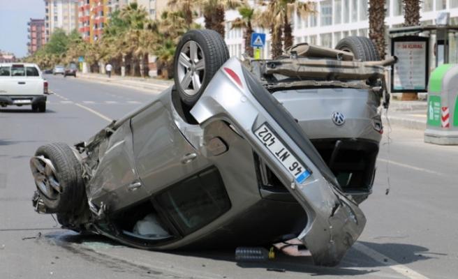 Hızını Alamayan Sürücü 5 Araca Birden Çarptı