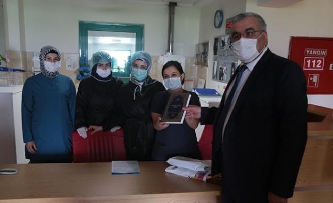 İl Müftüsü Sürgeç'ten Sağlık Çalışanlarına Hediye