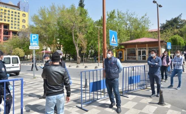 Trabzon Caddesinde Yaya Girişleri Kontrollü Sağlanıyor