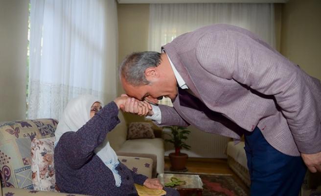 Başkan Okay; Başımızın Tacı Annelerimizin Günü Kutlu Olsun