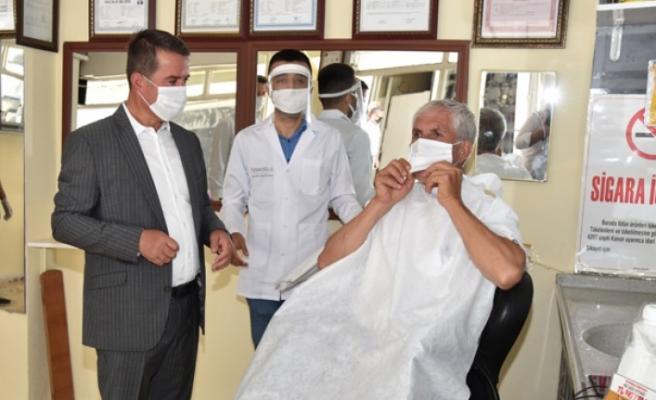 Başkan Okumuş, Berber ve Kuaförlerin Gününü Kutladı