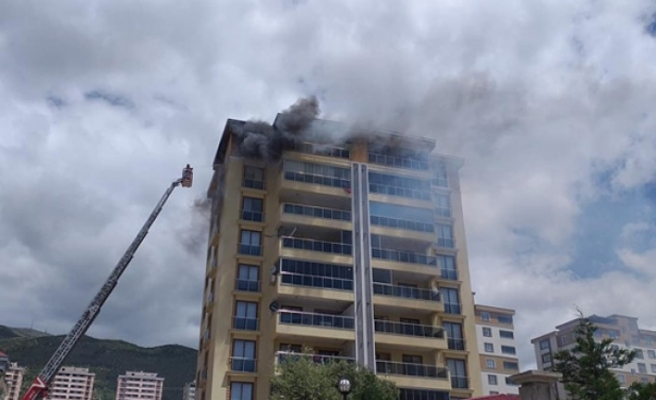 Çıkan Yangında Bir Apartman Kül Olacaktı