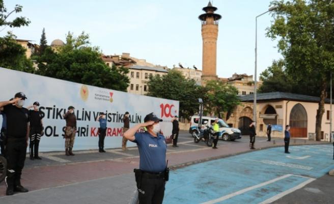 Kahramanmaraş'ta Polisler Saat 19.19'da İstiklal Marşı Okudu