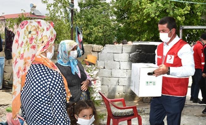 Türkoğlu'nda İhtiyaç Sahibi Ailelere Ramazan Kolisi Ulaştırıldı