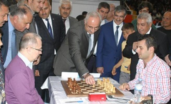 5 Nisan Madalya Günü Uluslararası Satranç Turnuvası Başladı