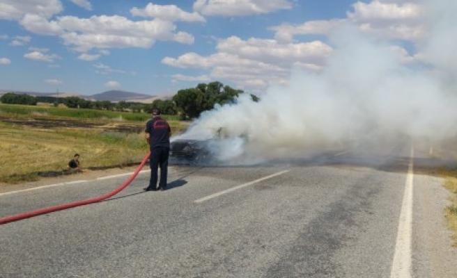 Afşin'de Seyir Halindeki Otomobil Yandı