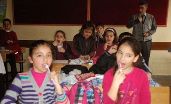 Ahmet Bayazıt İlkokulunda Flor Jel  Uygulaması Başladı
