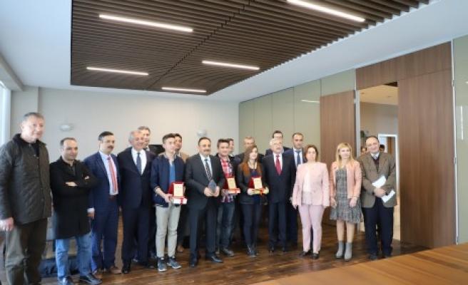 AKEDAŞ'ın Elektrik Tasarrufu Projesi Ödülleri Sahiplarini Buldu