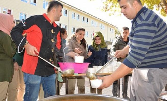 Aşure Kazanları Mehmet Gümüşer Anadolu Lisesi'nde Kaynadı