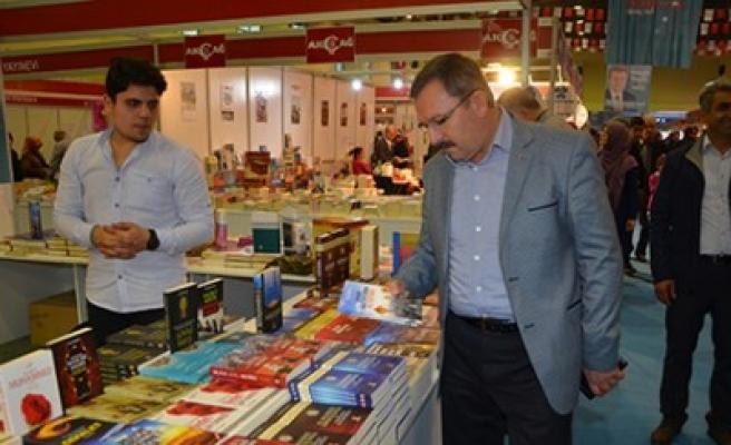 Başkan Aydın, Kitap ve Kültür Fuarını Ziyaret Etti