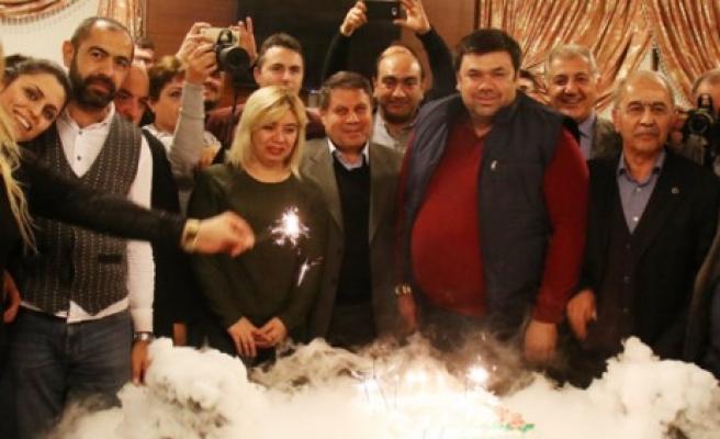 Başkan Debgici'den Gazetecilere Anlamlı Kutlama