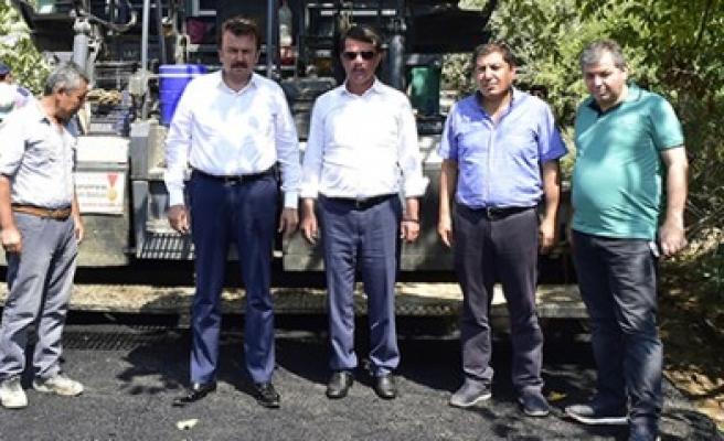 Başkan Erkoç; 150 Derece Sıcak Asfalt Yapıyoruz