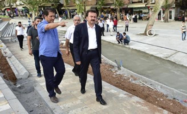 Başkan Erkoç Kıbrıs Meydanı'nda Çalışmaları İnceledi