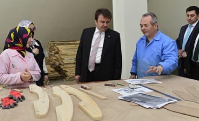 Başkan Erkoç Oyuncak Atölyelerini İnceledi