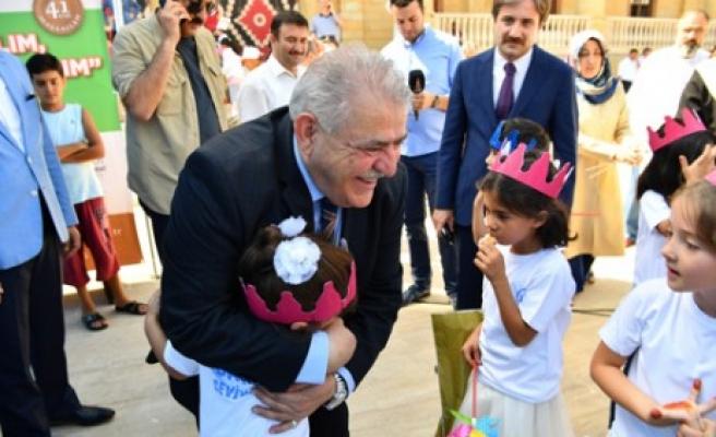 Başkan Mahçiçek,  Çocuklarla Camide Buluştu