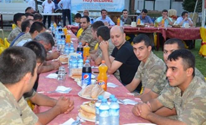 Başkan Okumuş Askerlerle İftar Yemeğinde Buluştu