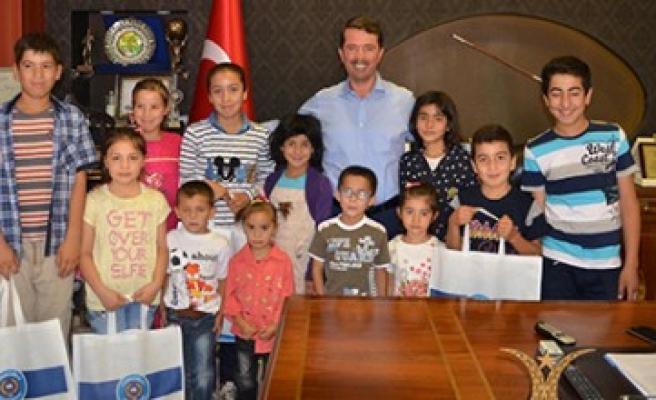 Başkan Okumuş, Bayram Öncesi Yetim Çocukların Yüzünü Güldürdü