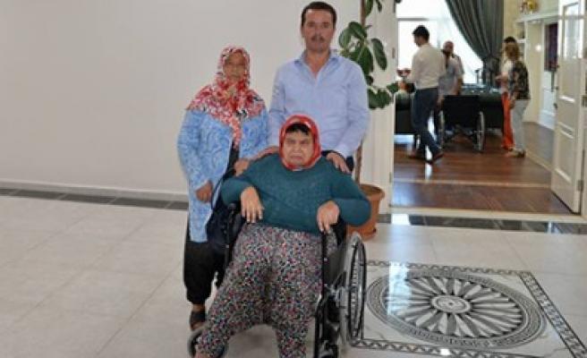 Başkan Okumuş'tan Engelli Vatandaşlara Tekerlekli Sandalye