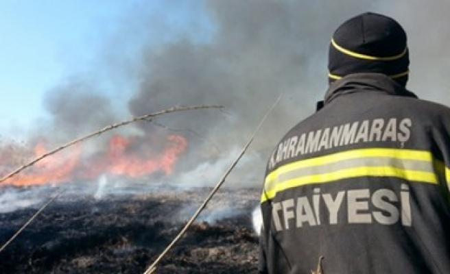 Büyükşehir İtfaiyesi 50'den Fazla Anız Yangınına Müdahale Etti