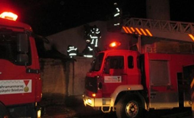 Büyükşehir İtfaiyesi Ahşap Evde Çıkan Yangına Dakikalar İçinde Müdahale Etti