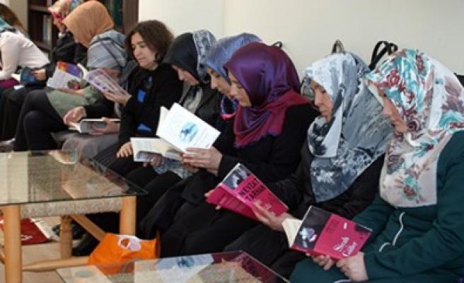 Büyükşehir Kadınları Kitap Okuyor