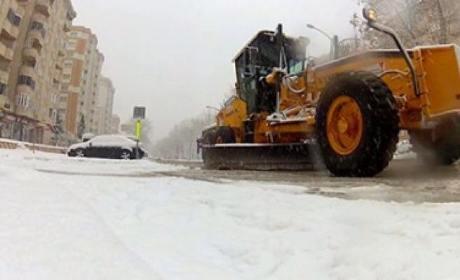 Büyükşehir Kar Çalışmasına Devam Ediyor