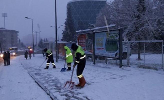 Büyükşehir Karları Temizliyor