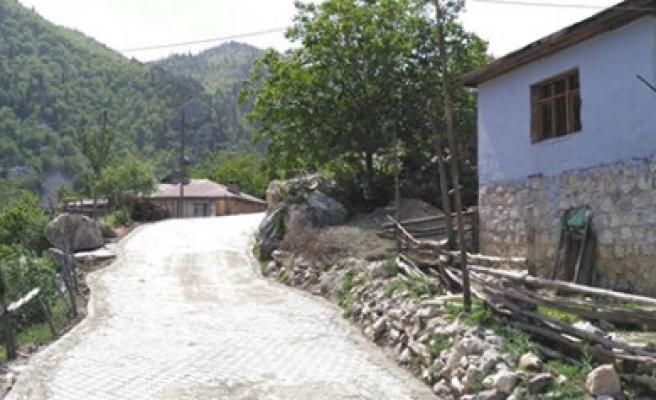 Büyükşehir'den Andırın Mahallelerine Beton Parke