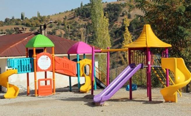 Büyükşehir'den Ekinözü'lü Çocuklara Hediye