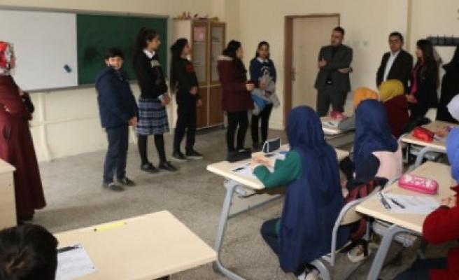 Çocuk Meclis Üyeleri, Okullara Çıkartma Yaptı