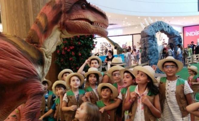 Dinozorlar Çağına Heyecan Dolu Yolculuk