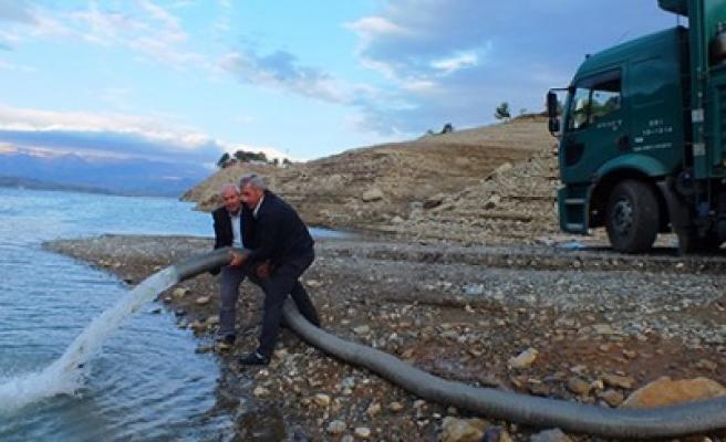 DSİ 3 Baraja 810 Bin Sazan Balığı Yavrusu Bıraktı