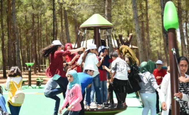 Dulkadiroğlu'nda Park ve Bahçelerde Çocuklar Güvende