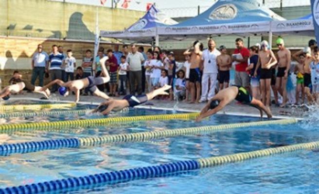 Dulkadiroğlu'nda Yarı Olimpik Yüzme Havuzu Açıldı