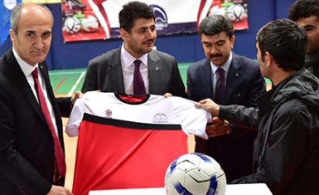 Dulkadiroğlu'ndan Amatör Spor Kulüplerine Malzeme Yardımı