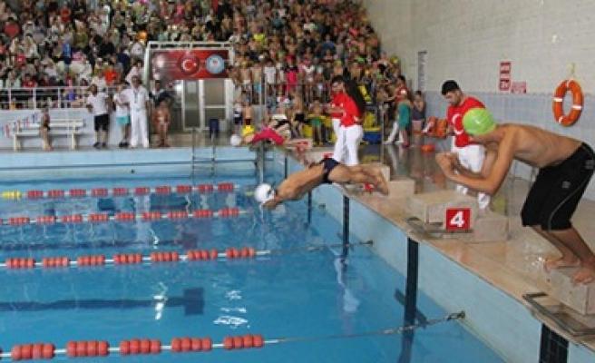 Engelliler İçin Yaz Döneminde Yüzme Kursu