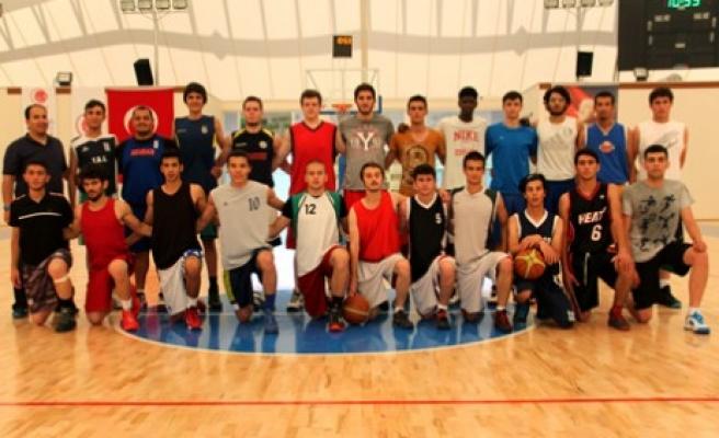 Genç Basketbolcular Zirve'de Olmak İçin Kolları Sıvadı