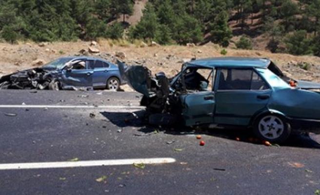 İki Farklı Kazada 2 Kişi Öldü, 3 Kişi Yaralandı