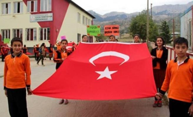 Ilıca Yeniyapan Ortaokulu'ndan Bayrak Yürüyüşü