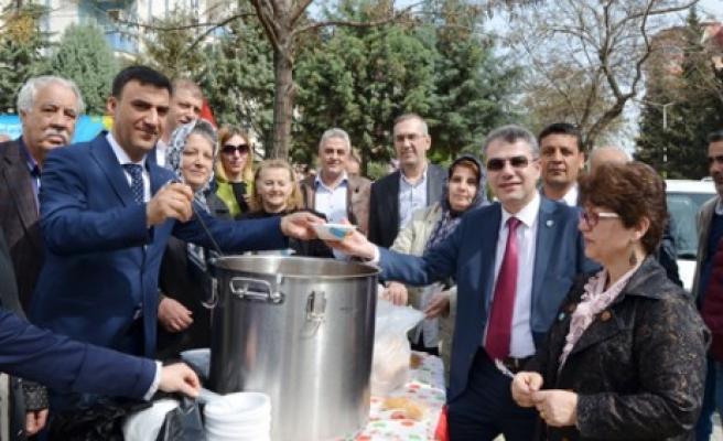 İYİ Parti Onikişubat, Hoşaf Ekmek Dağıtarak Şehitlerimizi Yad Etti