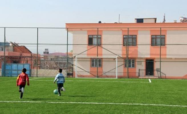 Karacasu Karaziyaret Mahallesi'ne Sentetik Halı Saha
