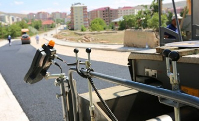 Karşıyaka Caddesi'nde Sokak Sokak Asfalt Çalışması