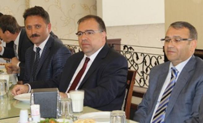 Kaymakam Türköz'den Aday Öğretmenlere Jest