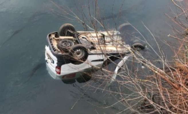 Kontrolden Çıkan Araç Nehre Uçtu: 1 Ölü