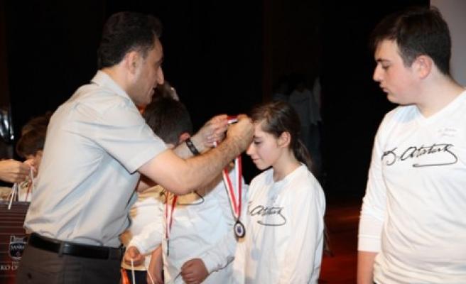 Ödül ve Paylaşım Gecesi'nde Başarılar Ödüllendirildi
