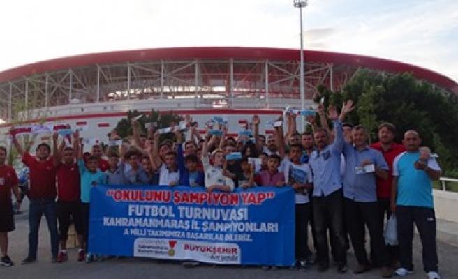 Okullarını Şampiyon Yaptılar Milli Maça Gittiler