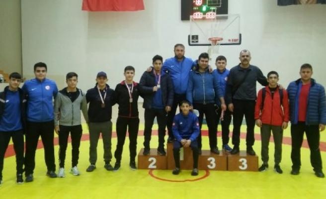 Özel Necip Fazıl Lisesi Güreşte Şampiyon Oldu