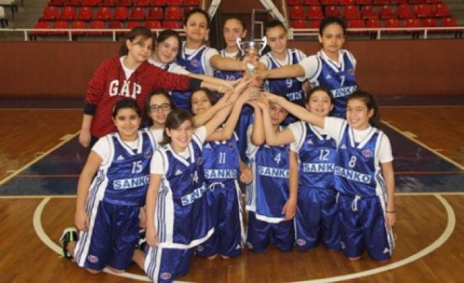 Özel Sanko Okulları Basketbol Küçük Kız Takımı İl Şampiyonu